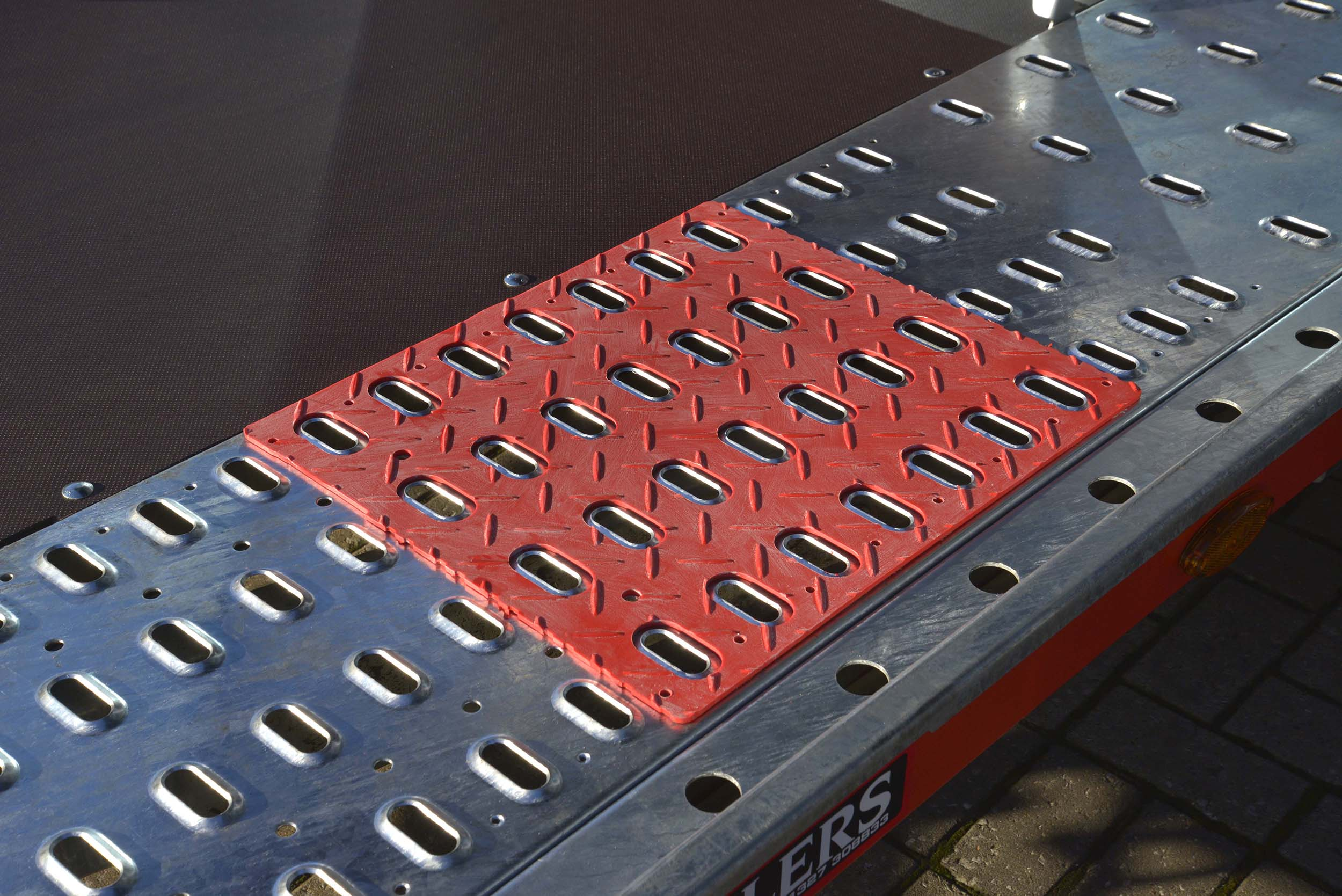 Brian James Trailer - slick pads on trailer