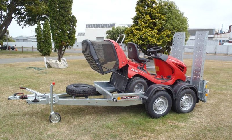 Trailer for transporting a lawn mower - Brian James Trailer