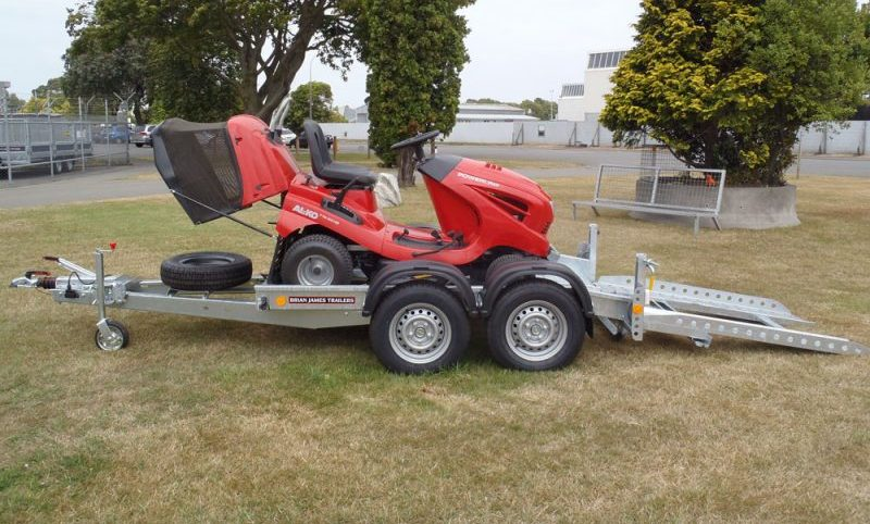 Trailer to transport a lawnmower - Brian James Trialers